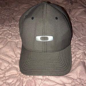 Men's charcoal gray Oakley hat